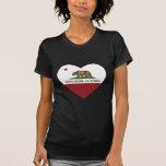 sierra corazón de la bandera de California del Camiseta