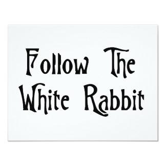 Siga el conejo blanco invitación 10,8 x 13,9 cm