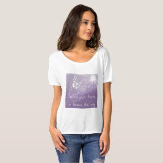 Siga su camiseta de la mariposa de las señoras del