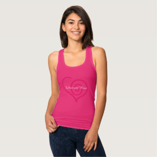 Siga su camiseta del gráfico del corazón.