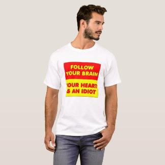 Siga su camiseta divertida del cerebro