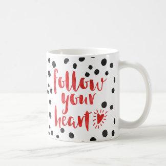 Siga su cita del corazón taza de café