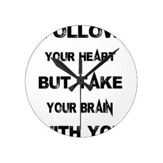 siga su corazón toman su cerebro con usted reloj redondo mediano