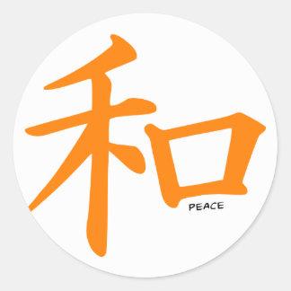 Signo de la paz chino anaranjado pegatina redonda