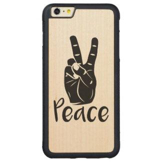 Signo de la paz de la mano del icono con el texto funda para iPhone 6 plus de carved® de nogal