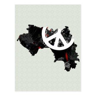Signo de la paz de moda de Guinea con el mapa guin Postal