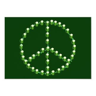 Signo de la paz verde de la cerveza invitacion personal