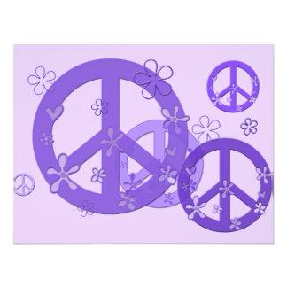 Signos de la paz púrpuras en tarjetas y pegatinas invitaciones personales