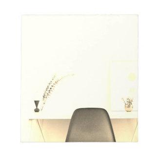 Silla minimalista del oro del escritorio de bloc de notas