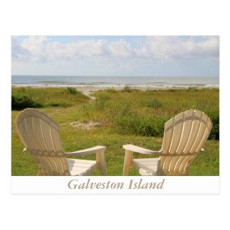 Sillas de playa en la postal de la isla de