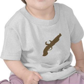 Silueta de la pistola del pedernal camisetas