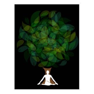 Silueta de una persona meditating o de una persona postal