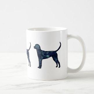 Silueta del perro de la acuarela del negro del taza de café