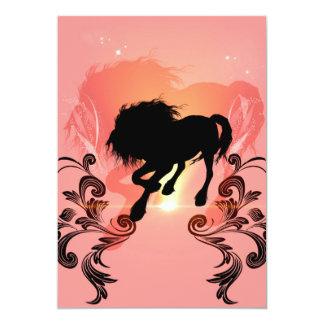Silueta impresionante del caballo en negro invitación 12,7 x 17,8 cm