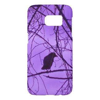 Silueta negra solitaria del cuervo en los árboles funda samsung galaxy s7