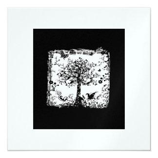 Silueta negra y blanca de la mariposa del árbol comunicados