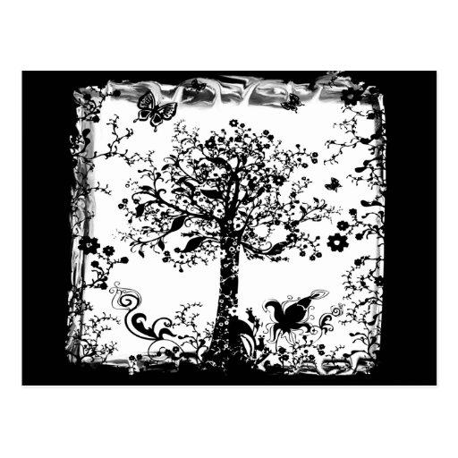 Silueta negra y blanca de la mariposa del árbol tarjeta postal