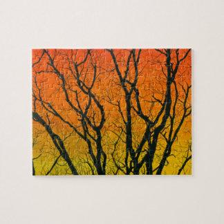 Siluetas difíciles coloridas del árbol de la puzzle