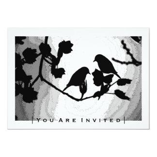 Siluetas góticas de los pájaros del amor que casan invitación 12,7 x 17,8 cm