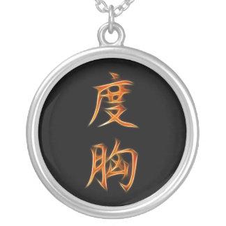 Símbolo anaranjado del kanji del valor colgante redondo