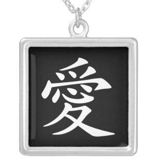 Símbolo chino blanco del amor colgante cuadrado