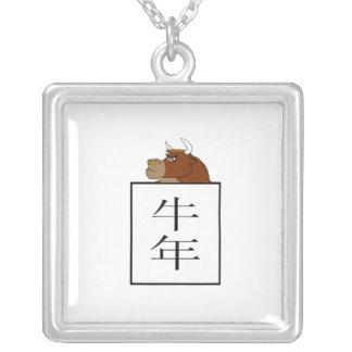 """Símbolo chino de la astrología del """"buey"""" pendiente personalizado"""