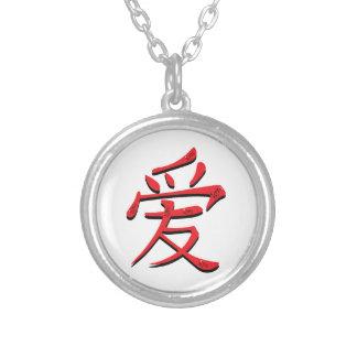 Símbolo chino para el amor collar plateado