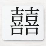 Símbolo chino para la felicidad doble tapetes de ratones
