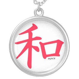 Símbolo chino rojo del escarlata para la paz grímpola