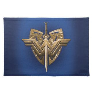 Símbolo de la Mujer Maravilla con la espada de la Salvamanteles