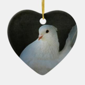 Símbolo de paz de la paloma del blanco adorno navideño de cerámica en forma de corazón