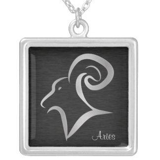 Símbolo de plata del zodiaco del aries colgante cuadrado
