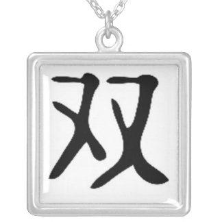 Símbolo gemelo chino collar plateado