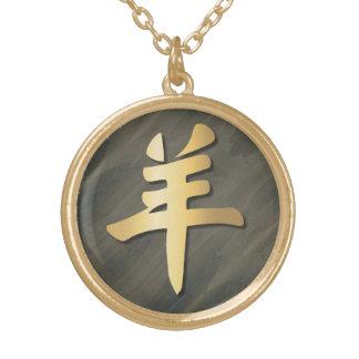 Símbolo propicio del oro madera del espolón de la colgante redondo