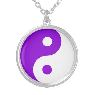 Símbolo púrpura de Yin Yang Colgante Redondo