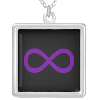 Símbolo púrpura del infinito colgante cuadrado