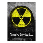 Símbolo radiactivo del Grunge Invitaciones Personales