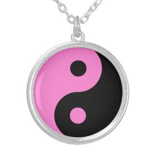 Símbolo rosado de Yin Yang Colgante Redondo