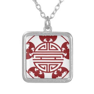 Símbolos chinos de las bendiciones de la collar plateado