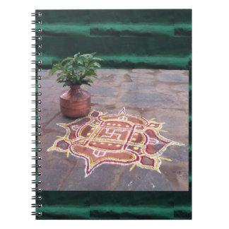 Símbolos indios del boda del rangoli de la cruz cuaderno