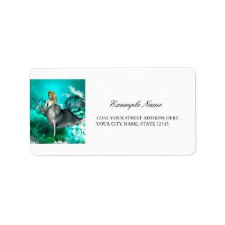 Sirena hermosa con el delfín lindo etiquetas de dirección