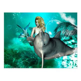 Sirena hermosa con el delfín lindo postal
