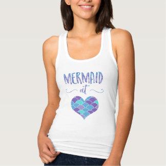 Sirena linda en las camisetas sin mangas de las