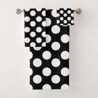 Sistema blanco y negro de la toalla de baño del