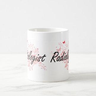Sistema de trabajo artístico del radiólogo con las taza de café