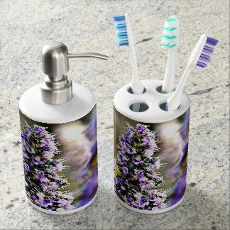 Sistema del baño de las flores de la púrpura jaboneras