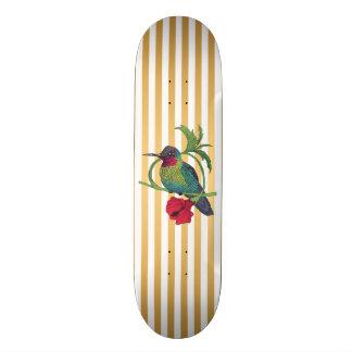 Skateboard El oro del pájaro de Colibri raya la cubierta del
