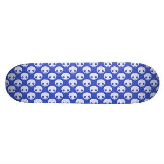 Skatedeck azul con los cráneos blancos de Toon Tablas De Skate