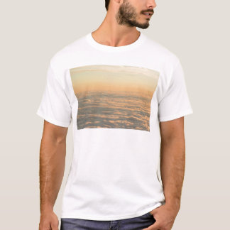 Sky with clouds in blue and pink sunset evening co camiseta