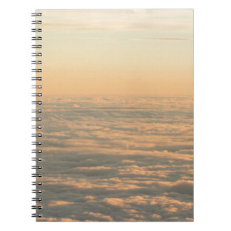 Sky with clouds in blue and pink sunset evening co libros de apuntes